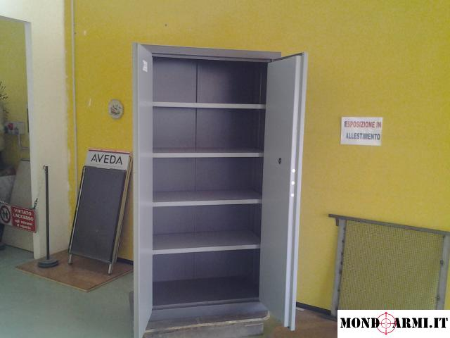 armadio con base cementata