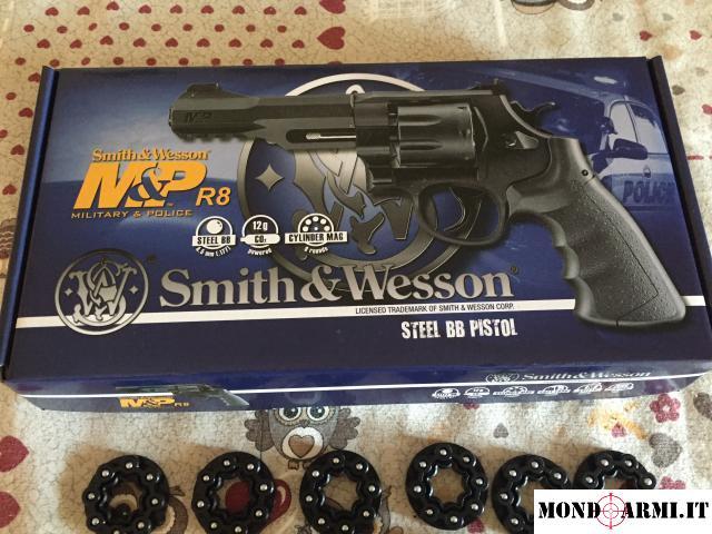 Revolver Smith & Welson M&P R8 CO2 della Umarex