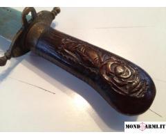 Coltello antico intagliato, dall'India un prezioso regalo esotico!