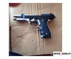 Pistola modello Beretta M92  a green gas 1jaul 70 euro non trattabile