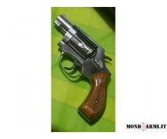 Vendo o scambio revolver calibro. 38sp