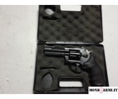 Pistola gamo combat 4,5 8 colpi a gas con valigetta.