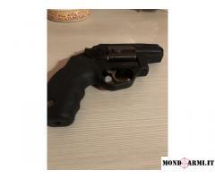 Revolver Taurus protector poly nuova