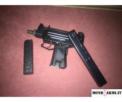 Pistola mitraglietta UZI calibro 9x21